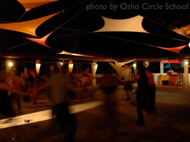 Osho-circle-school dance party in Agorà