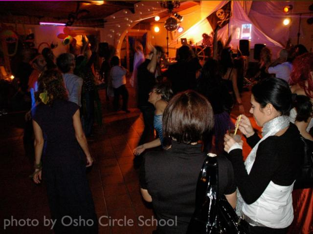 Osho-circle-school dance party