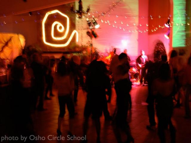 Osho-circle-school live music party