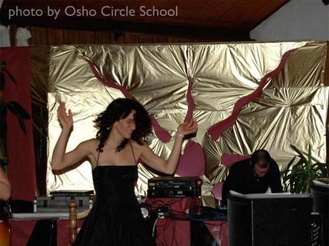 Osho-circle-school disco party