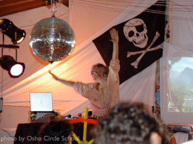 Osho-circle-school Halloween party: dj Gianni Svado Parrini